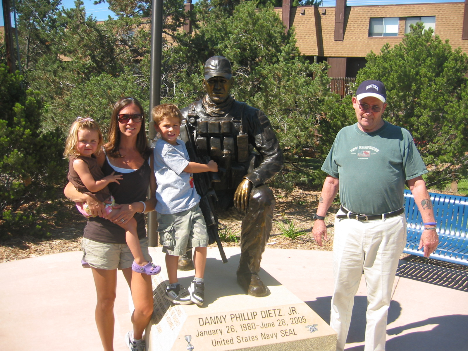 Navy seal memorial to danny dietz one of marcus luttrell buddy s